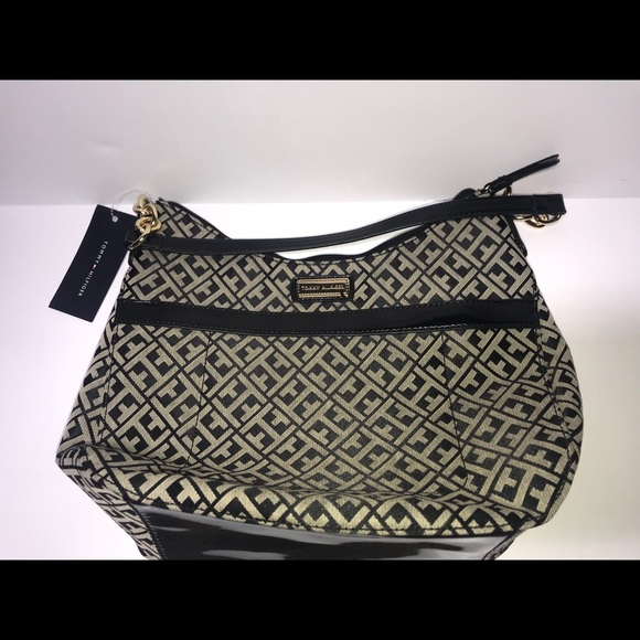 Tommy Hilfiger Handbags - NWT Tommy Hilfiger purse